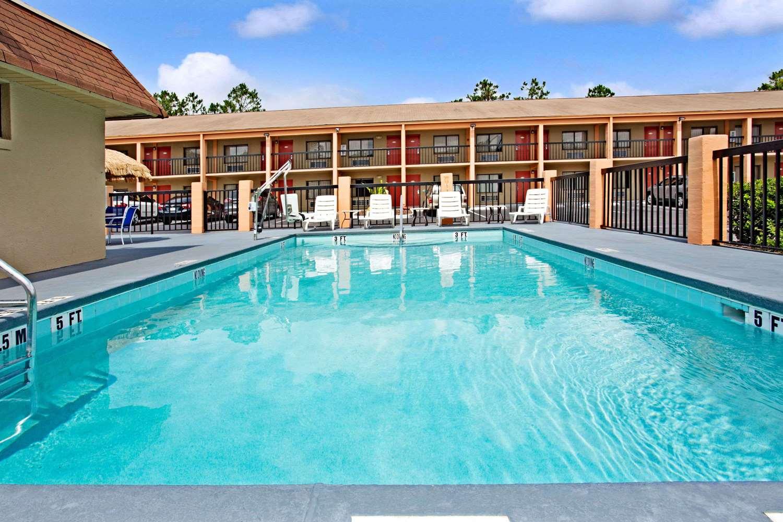 Pool - Super 8 Hotel Maingate Kissimmee