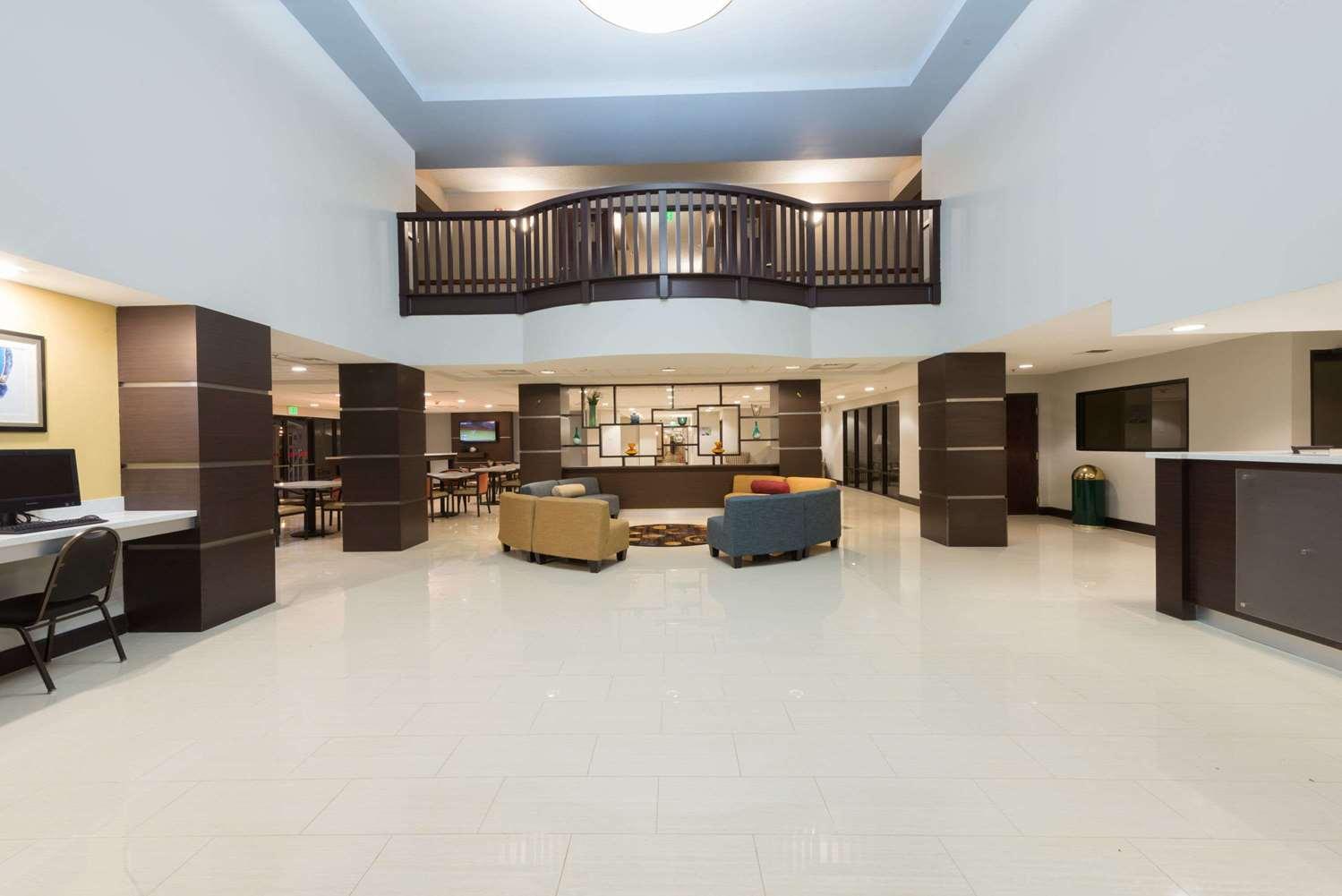 Lobby - Wingate by Wyndham Hotel Sulphur