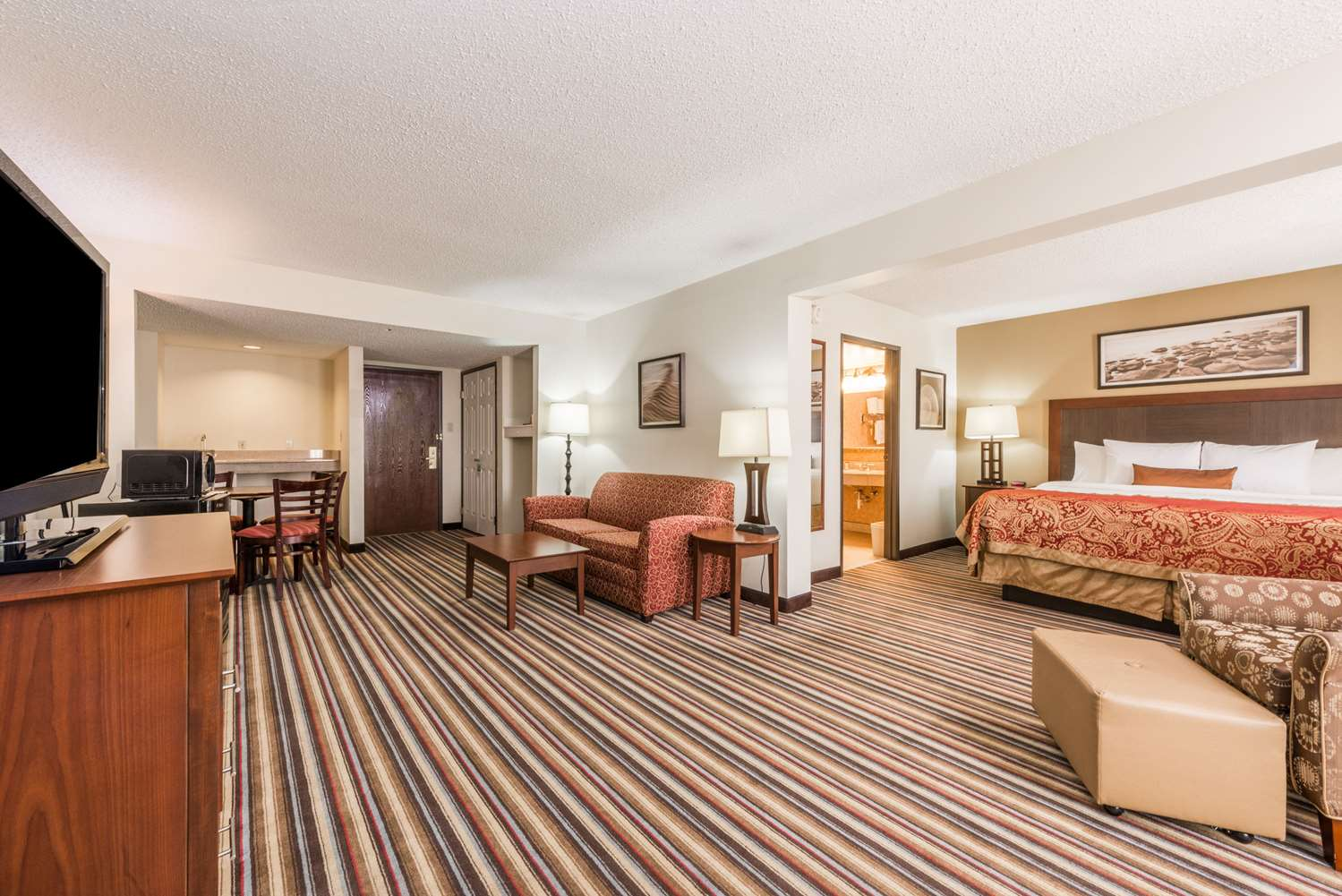 Suite - Wingate by Wyndham Hotel Sulphur