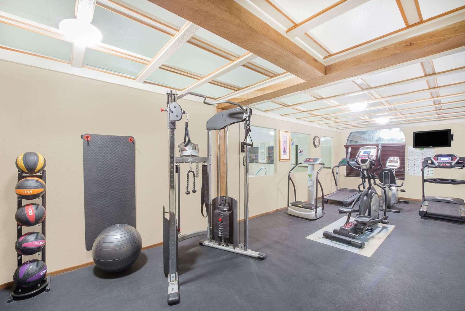 Fitness/ Exercise Room - Days Inn Lamar