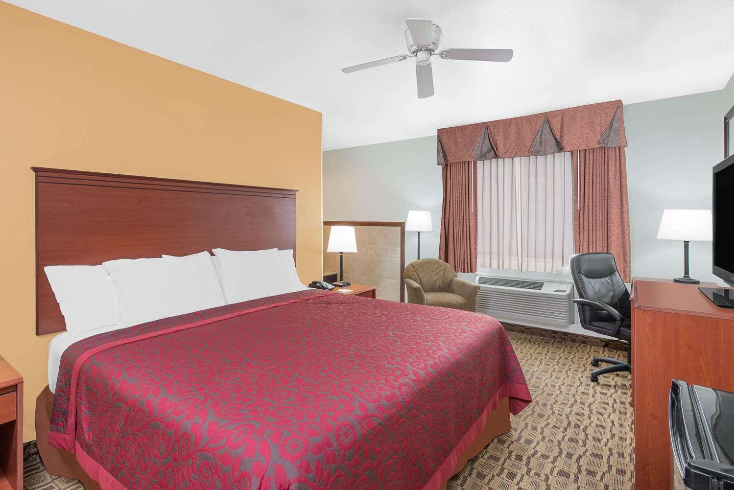 Room - Days Inn Lamar