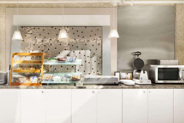 Restaurant - Days Inn Lethbridge