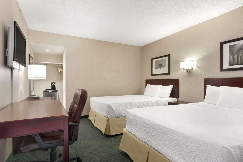 Room - Days Inn Lethbridge