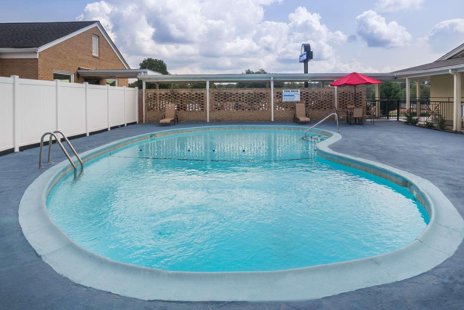 Pool - Days Inn Lincolnton