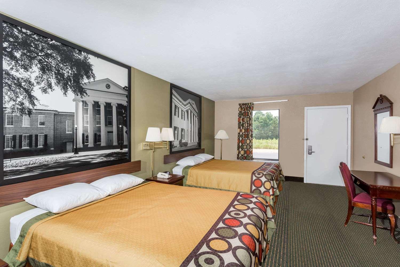Room - Super 8 Hotel Pearl