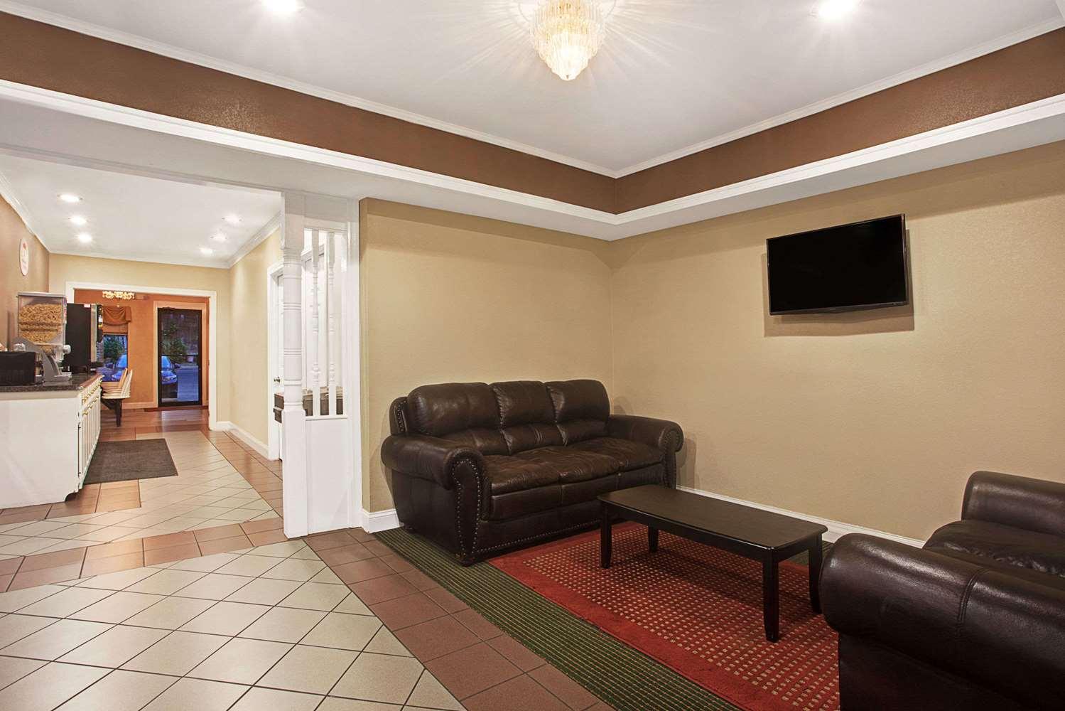Lobby - Super 8 Hotel Pearl
