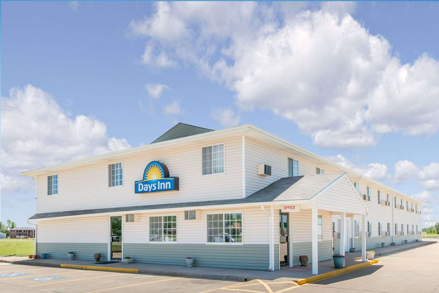 Exterior view - Days Inn Great Bend