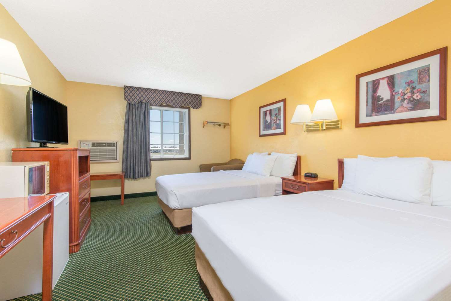 Room - Days Inn Great Bend