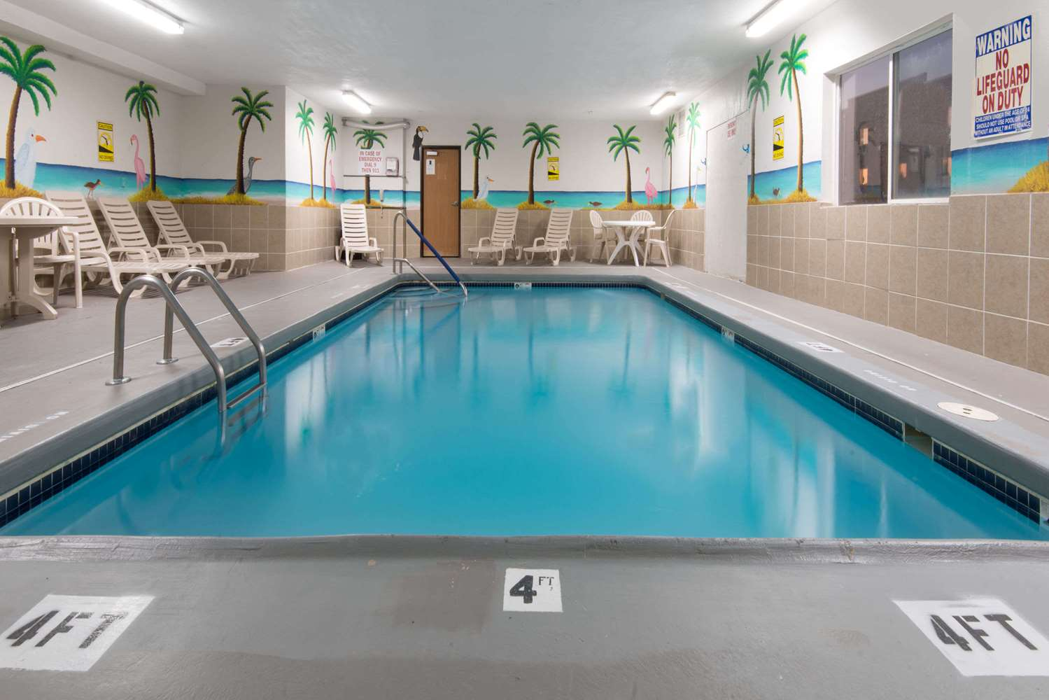 Pool - Days Inn Airport Kansas City