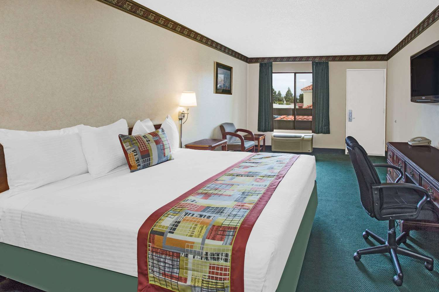 Room - Travelodge Newport Beach Costa Mesa