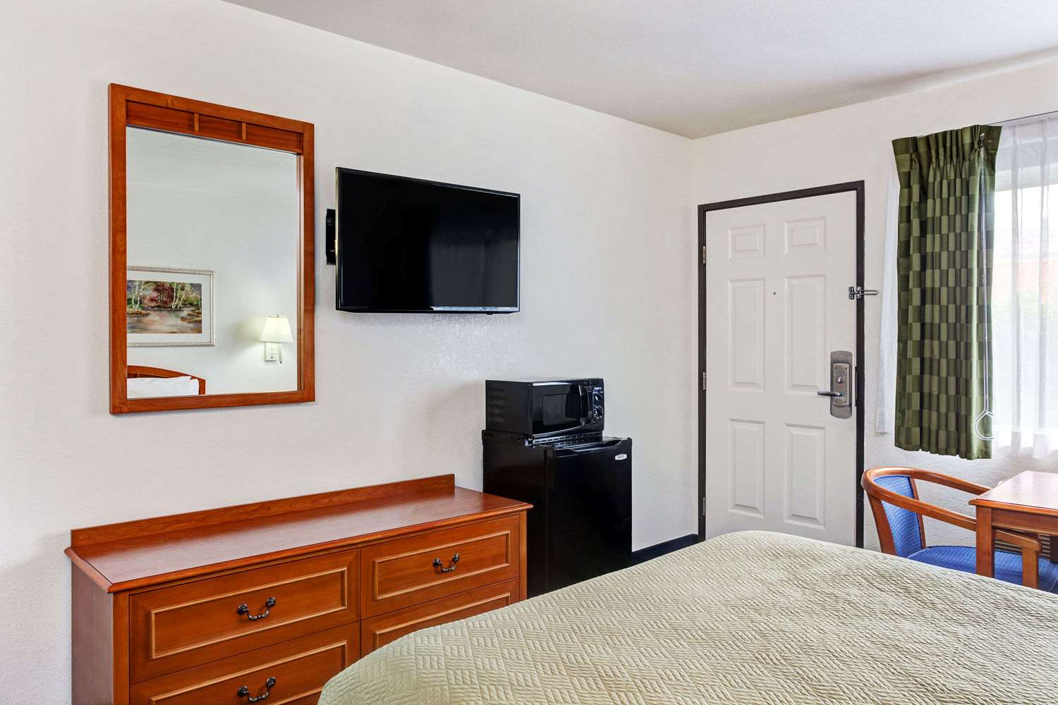 Room - Travelodge Hollywood