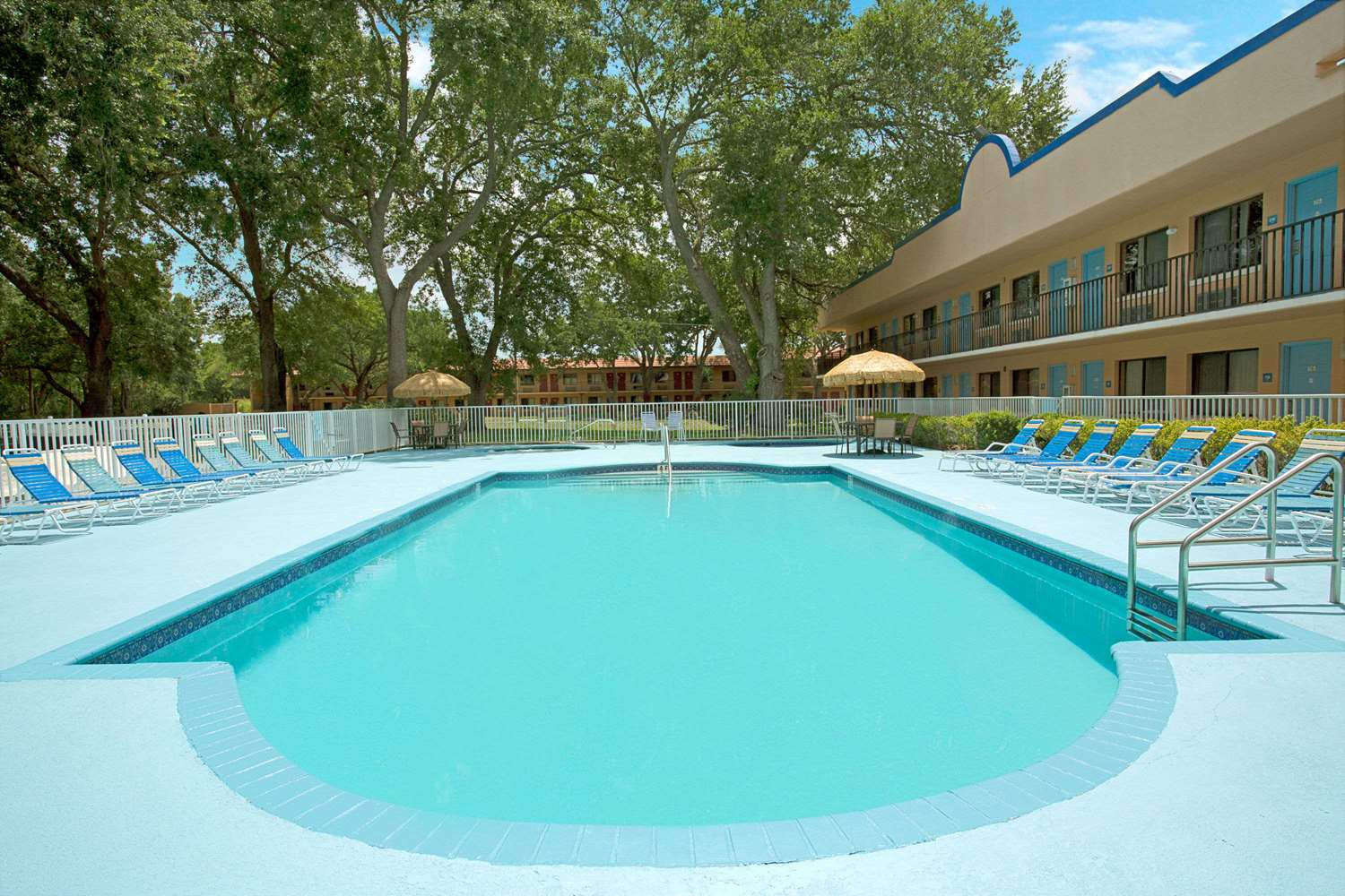Pool - Travelodge Suites East Gate Orange Kissimmee