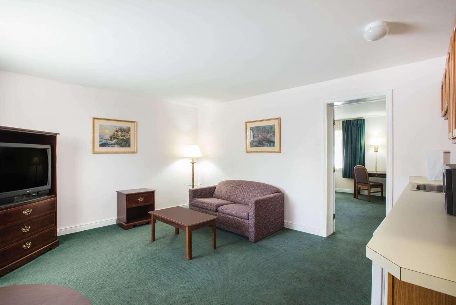 Suite - Travelodge Lake George