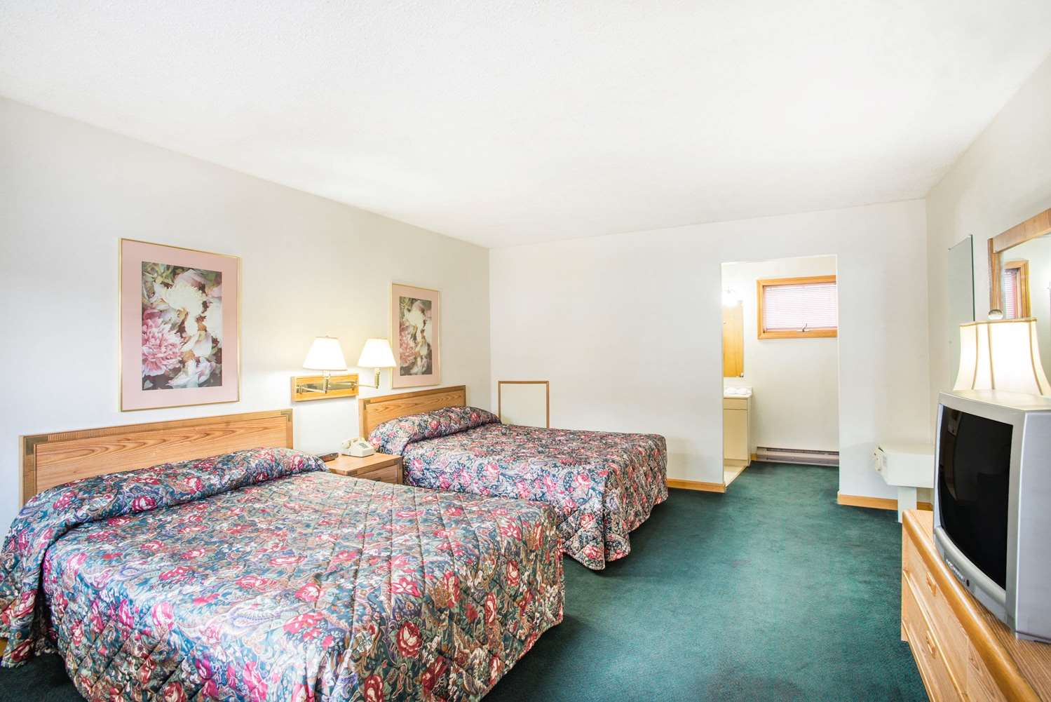 Room - Travelodge Lake George
