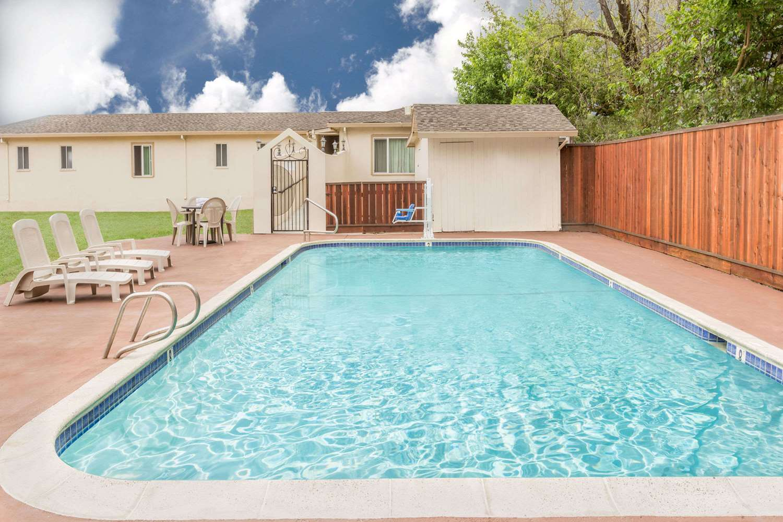 Pool - Travelodge Santa Rosa