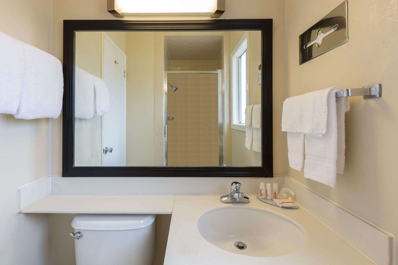 Room - Travelodge Santa Rosa