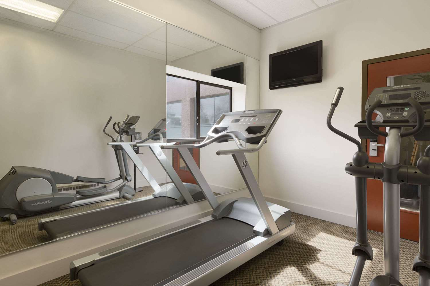 Fitness/ Exercise Room - Travelodge Airport Vancouver Richmond