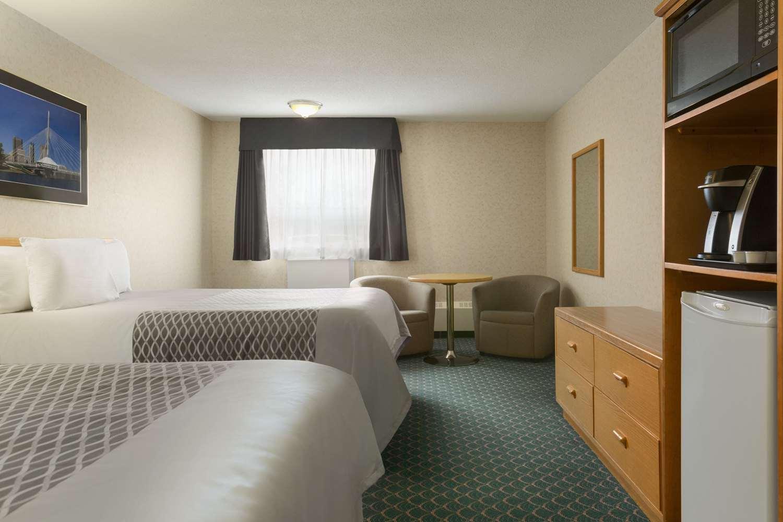 Room - Travelodge East Winnipeg