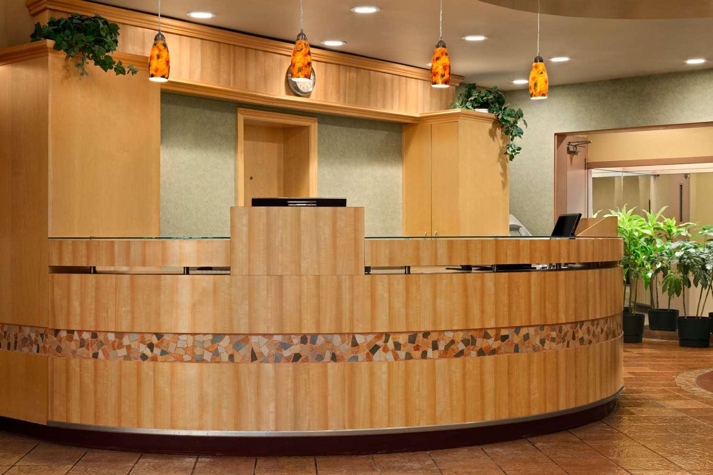 Lobby - Travelodge East Winnipeg