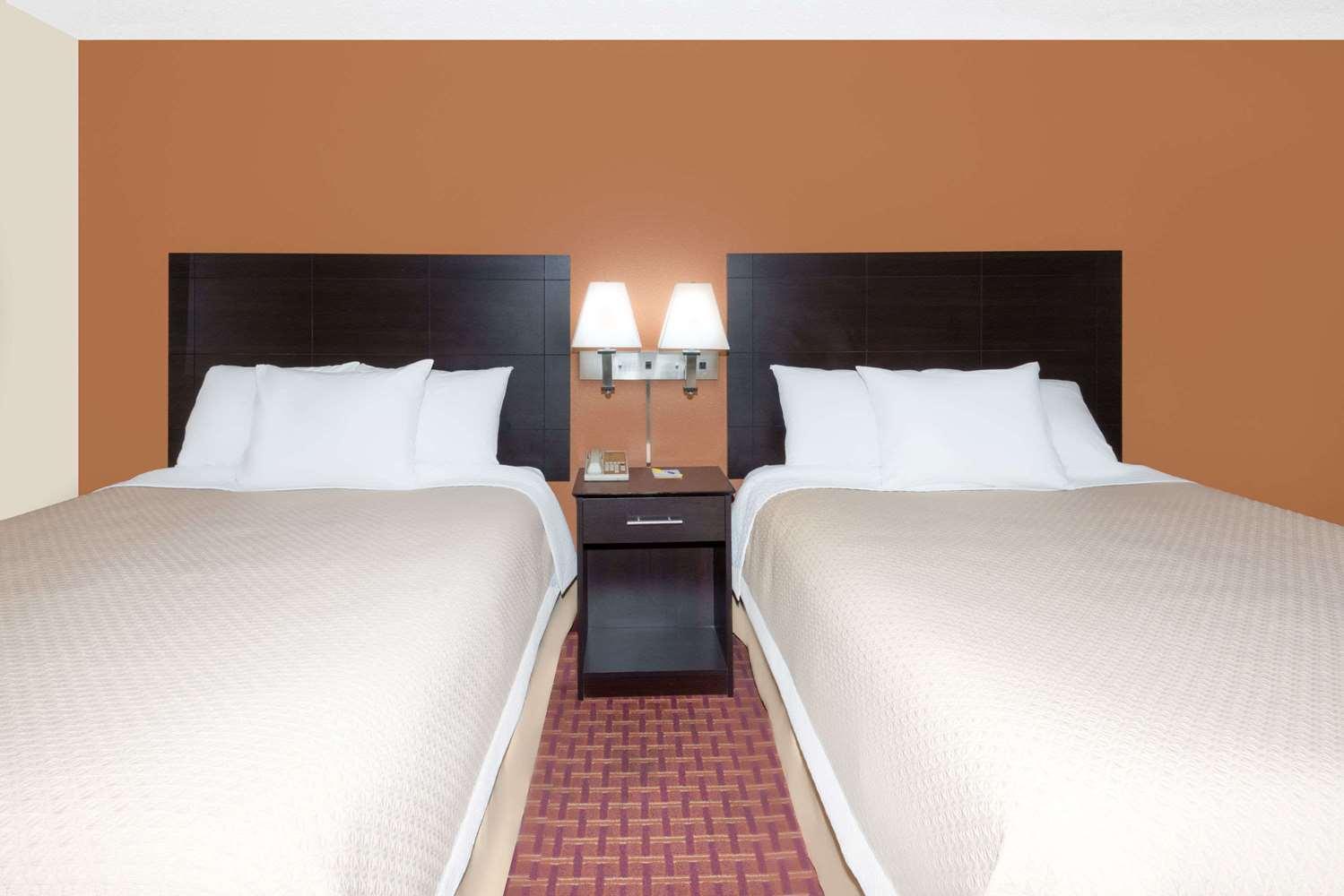 Room - Days Inn Ames