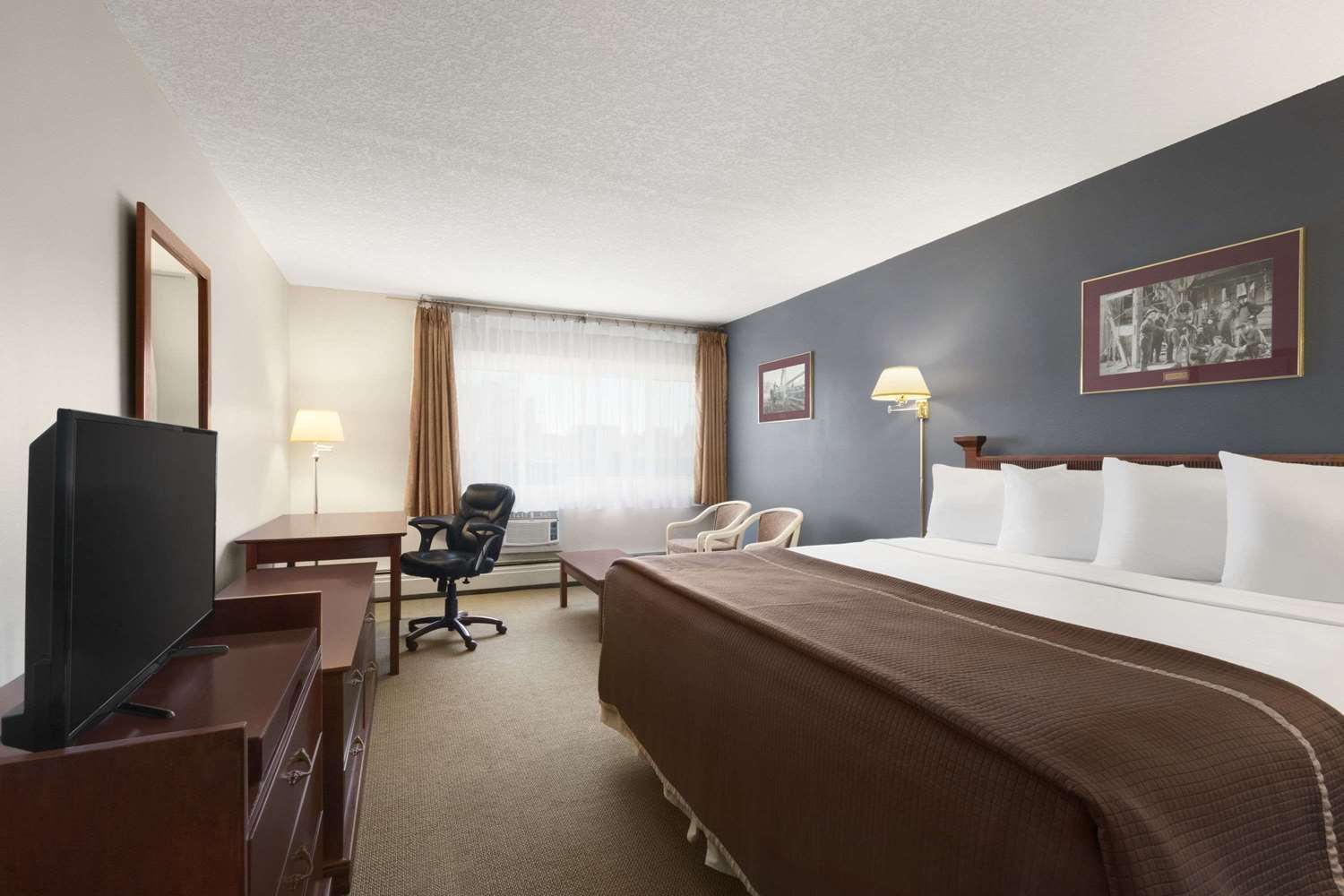Room - Travelodge South Calgary