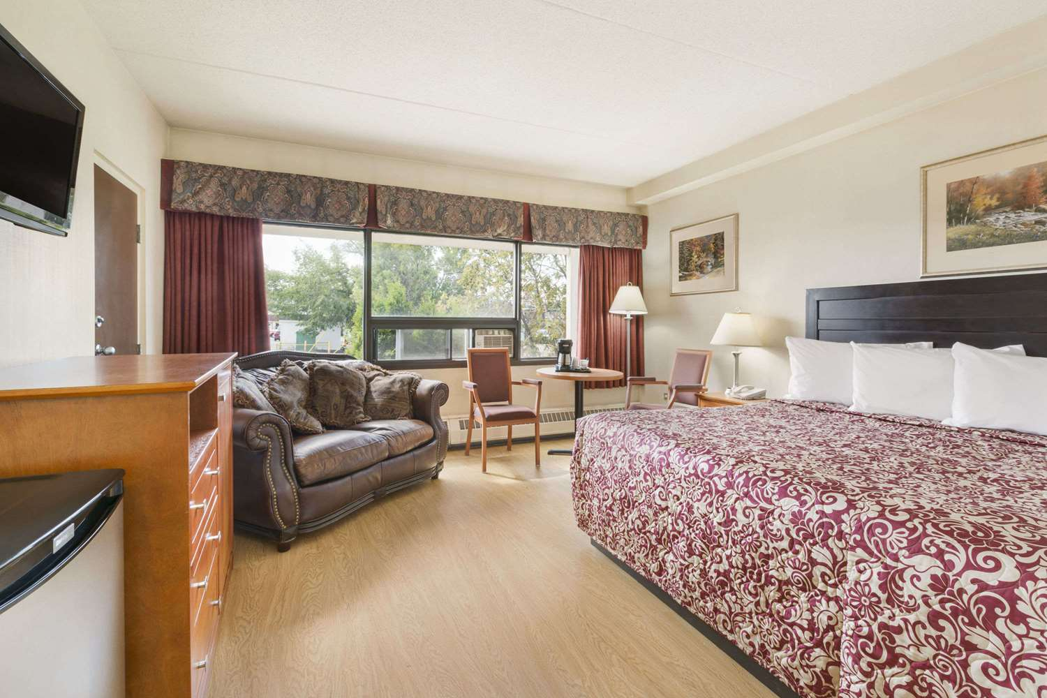 Suite - Travelodge East Edmonton