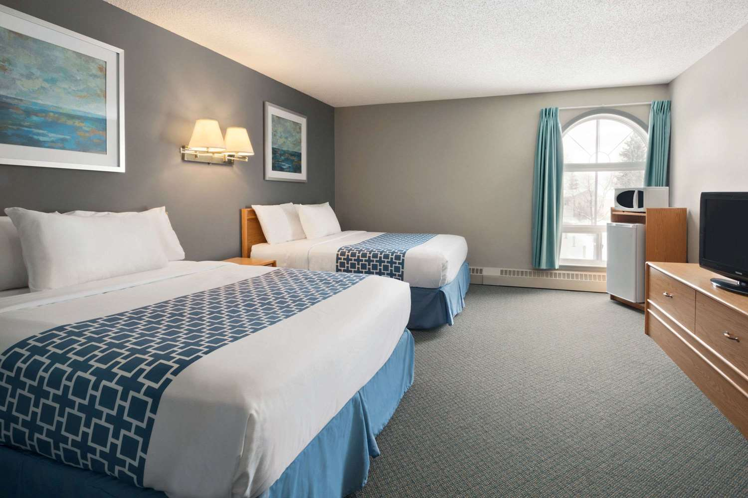 Room - Travelodge Suites Edmonton Airport Leduc