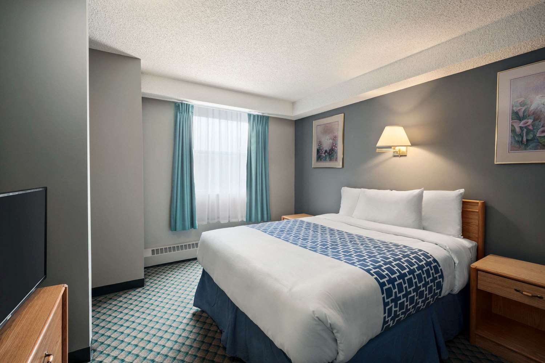 Suite - Travelodge Suites Edmonton Airport Leduc