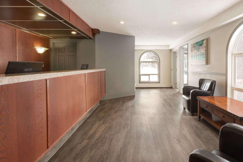 Lobby - Travelodge Suites Edmonton Airport Leduc