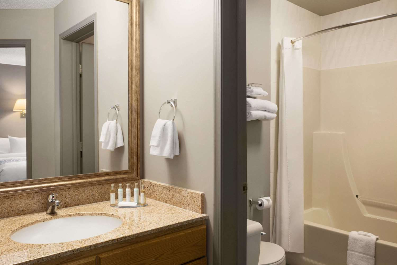 Room - Travelodge Suites Edmonton Airport Leduc