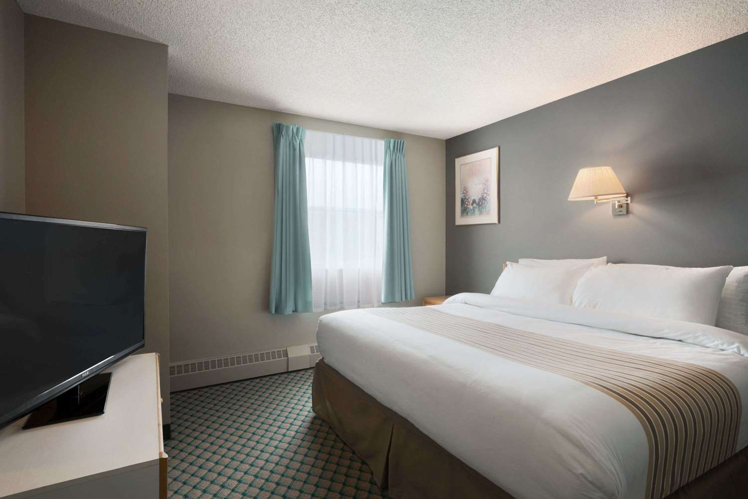 Suite - Travelodge Suites Edmonton Airport Leduc