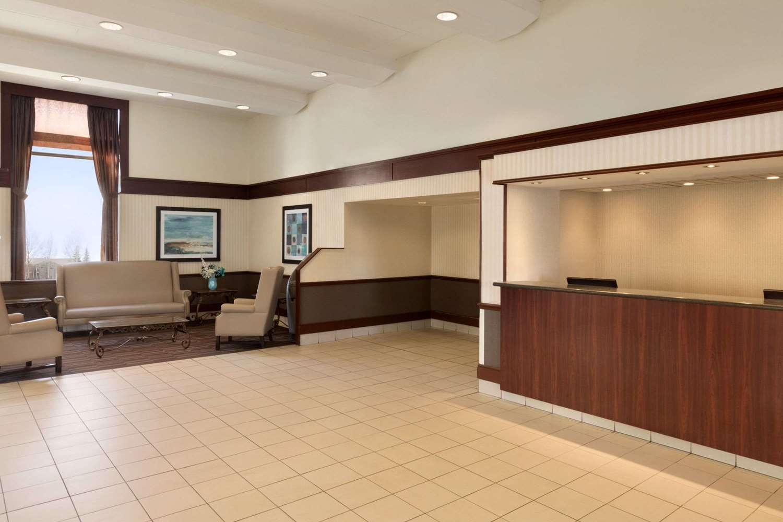 Lobby - Travelodge South Edmonton
