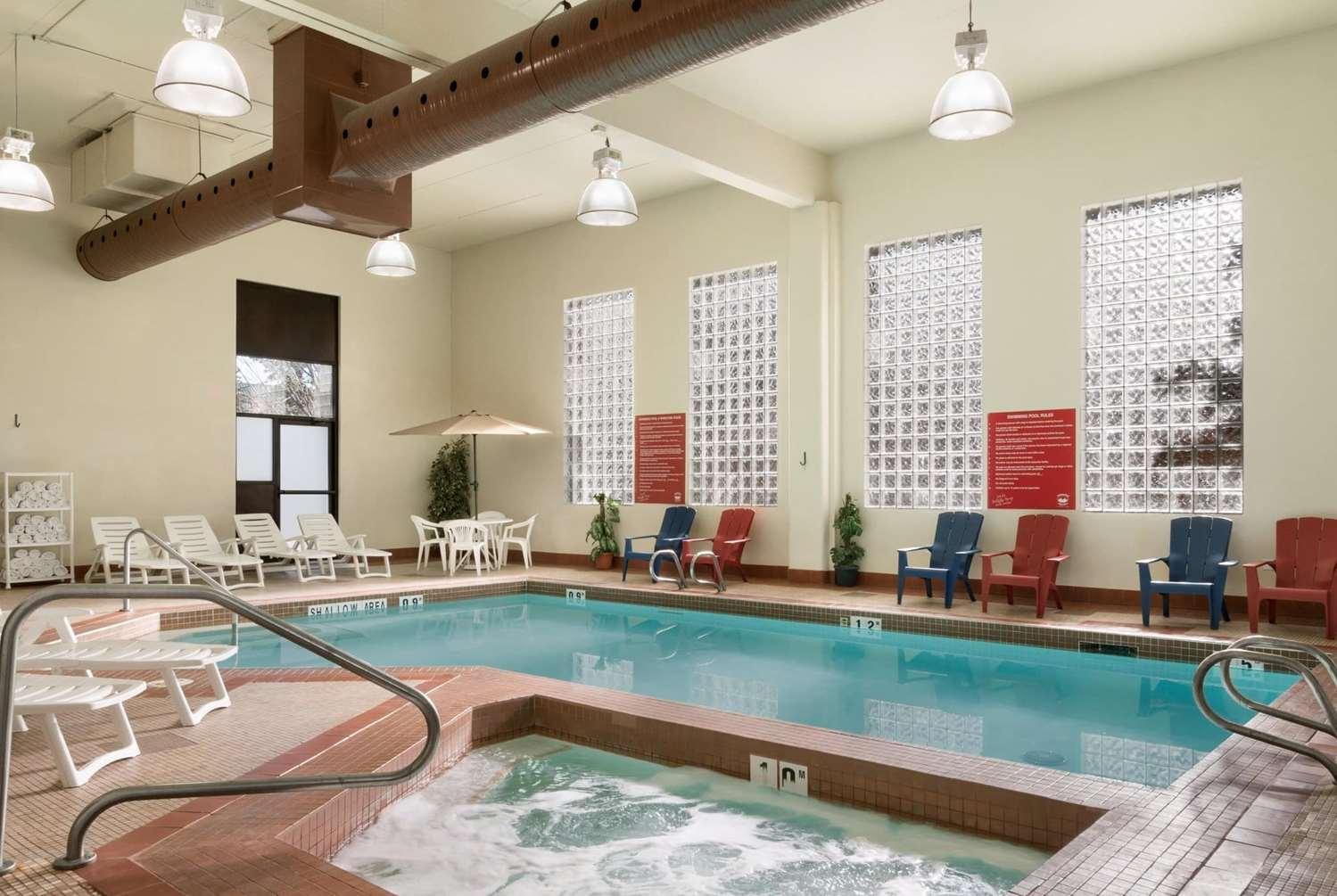 Pool - Travelodge South Edmonton