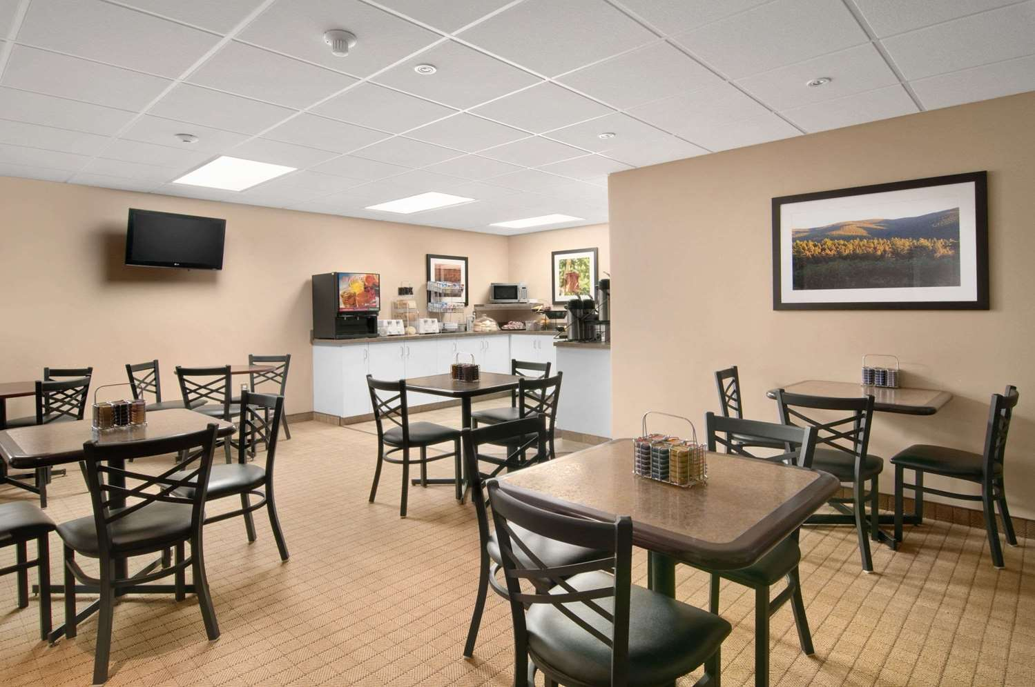 Restaurant - Travelodge Red Deer