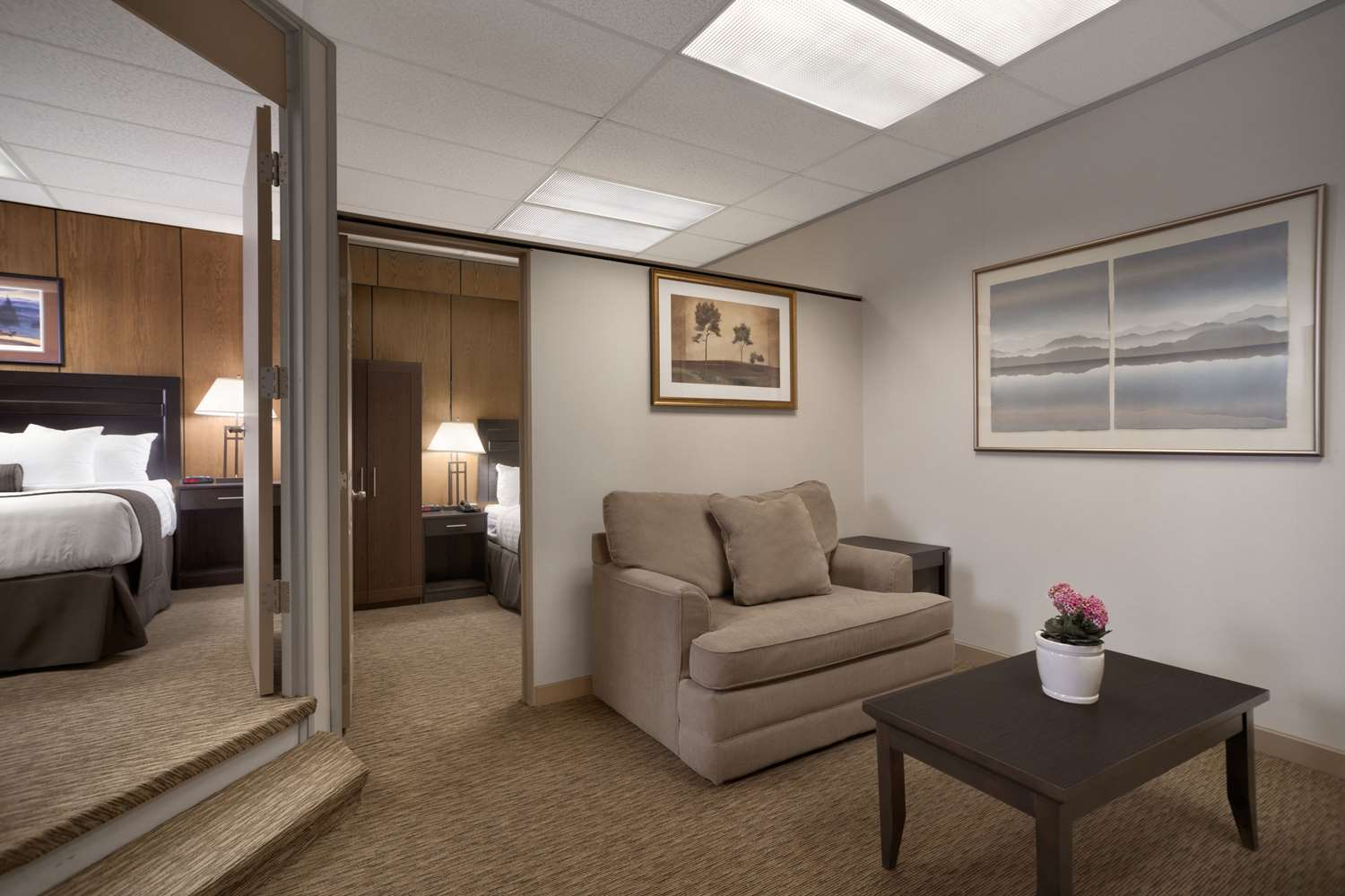 Suite - Days Inn & Suites Sault Ste Marie