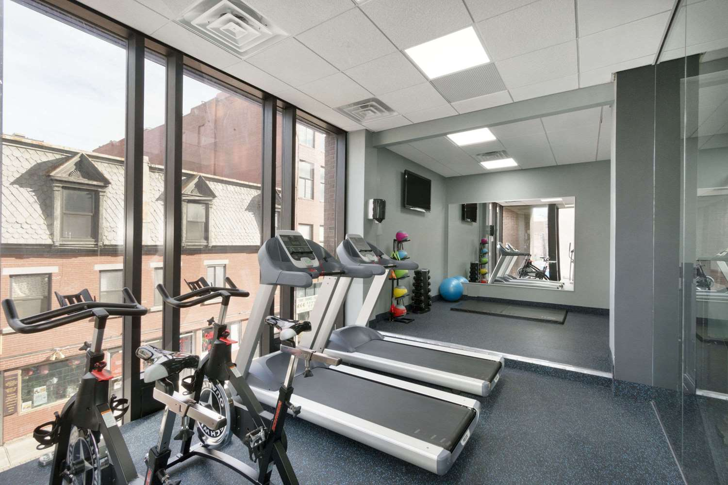 Fitness/ Exercise Room - Travelodge Centre Hotel Montreal