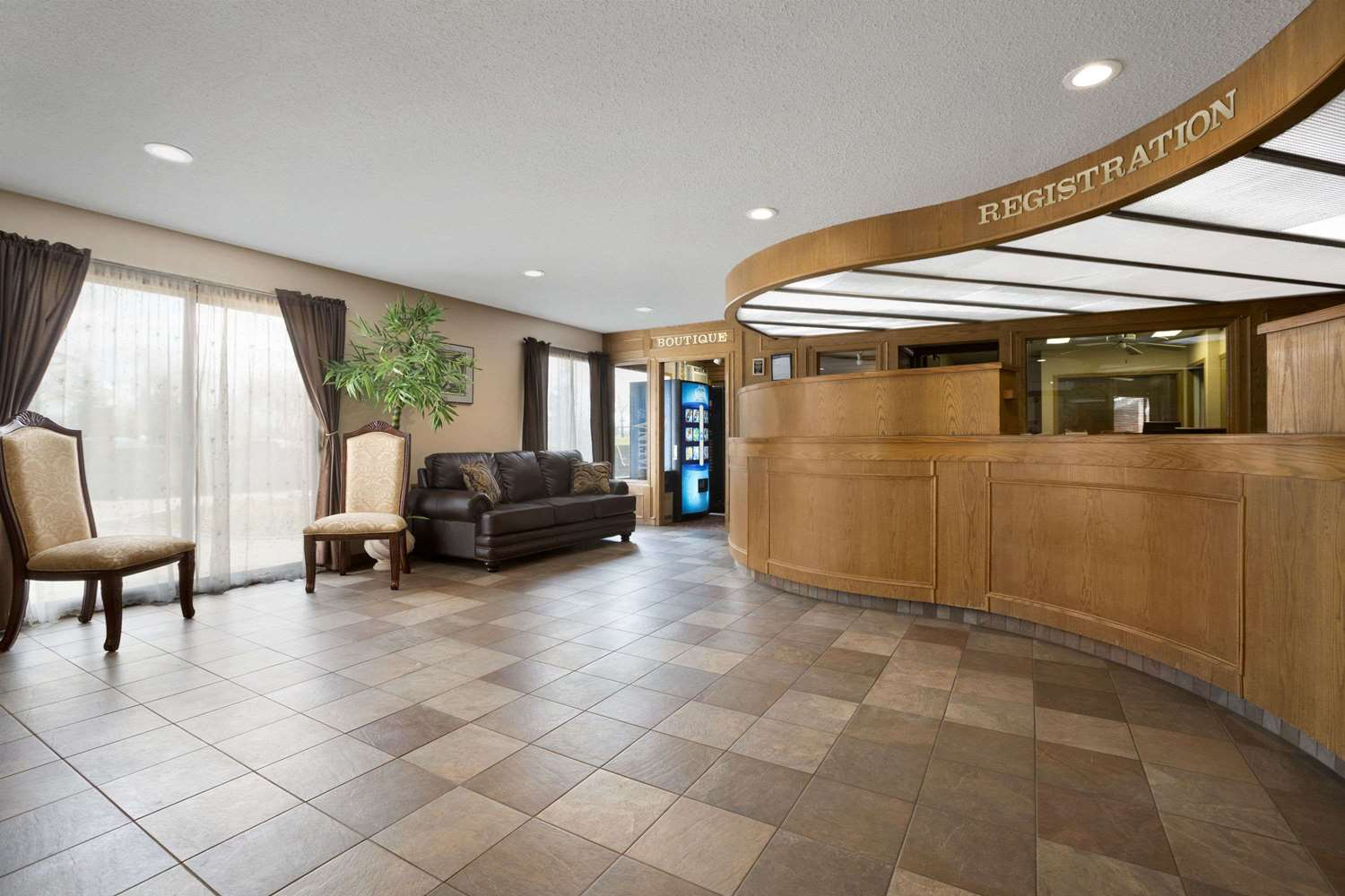 Lobby - Travelodge Medicine Hat