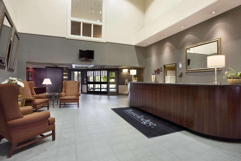 Lobby - Travelodge East Gloucester Ottawa