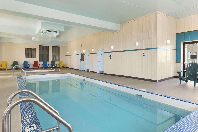 Pool - Travelodge West Edmonton