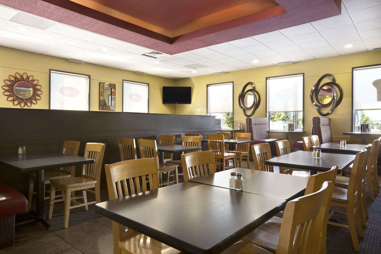 Restaurant - Travelodge West Edmonton
