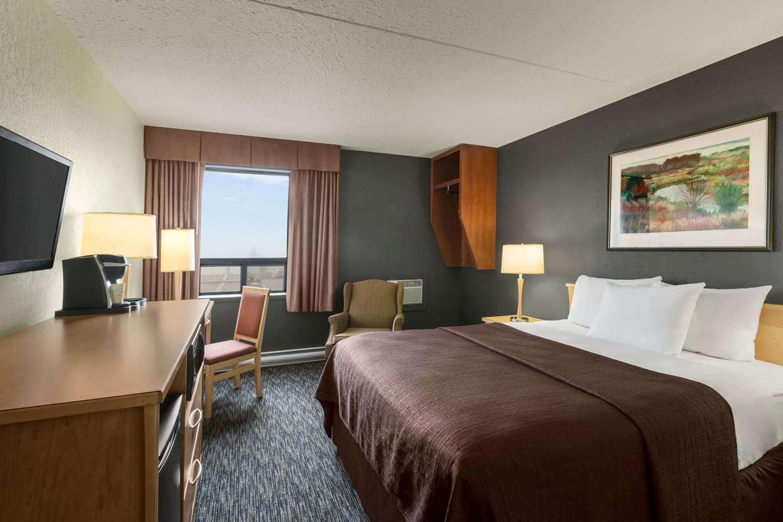 Room - Travelodge West Edmonton