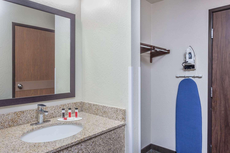 Room - Days Inn East Flagstaff