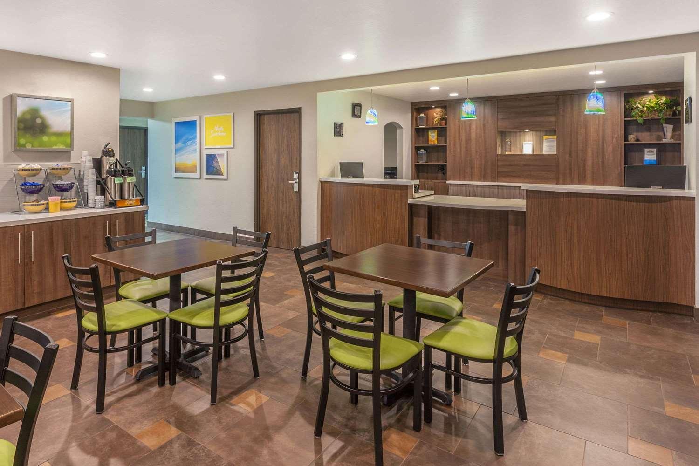 Lobby - Days Inn East Flagstaff