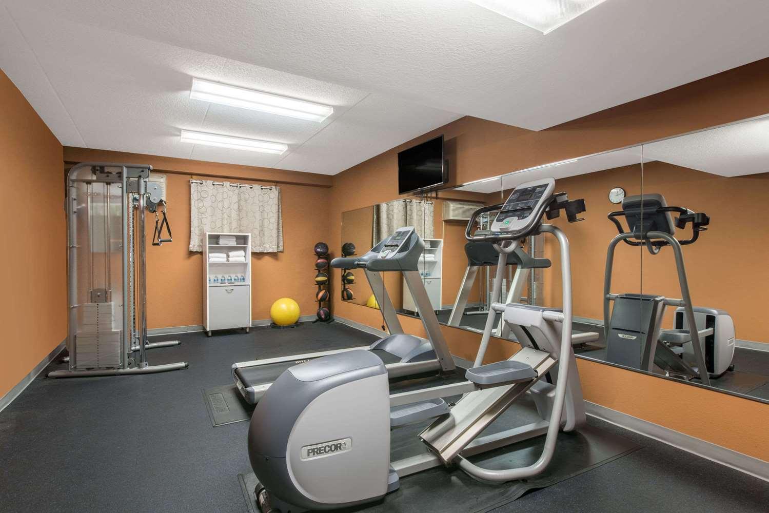Fitness/ Exercise Room - Days Inn Jonestown
