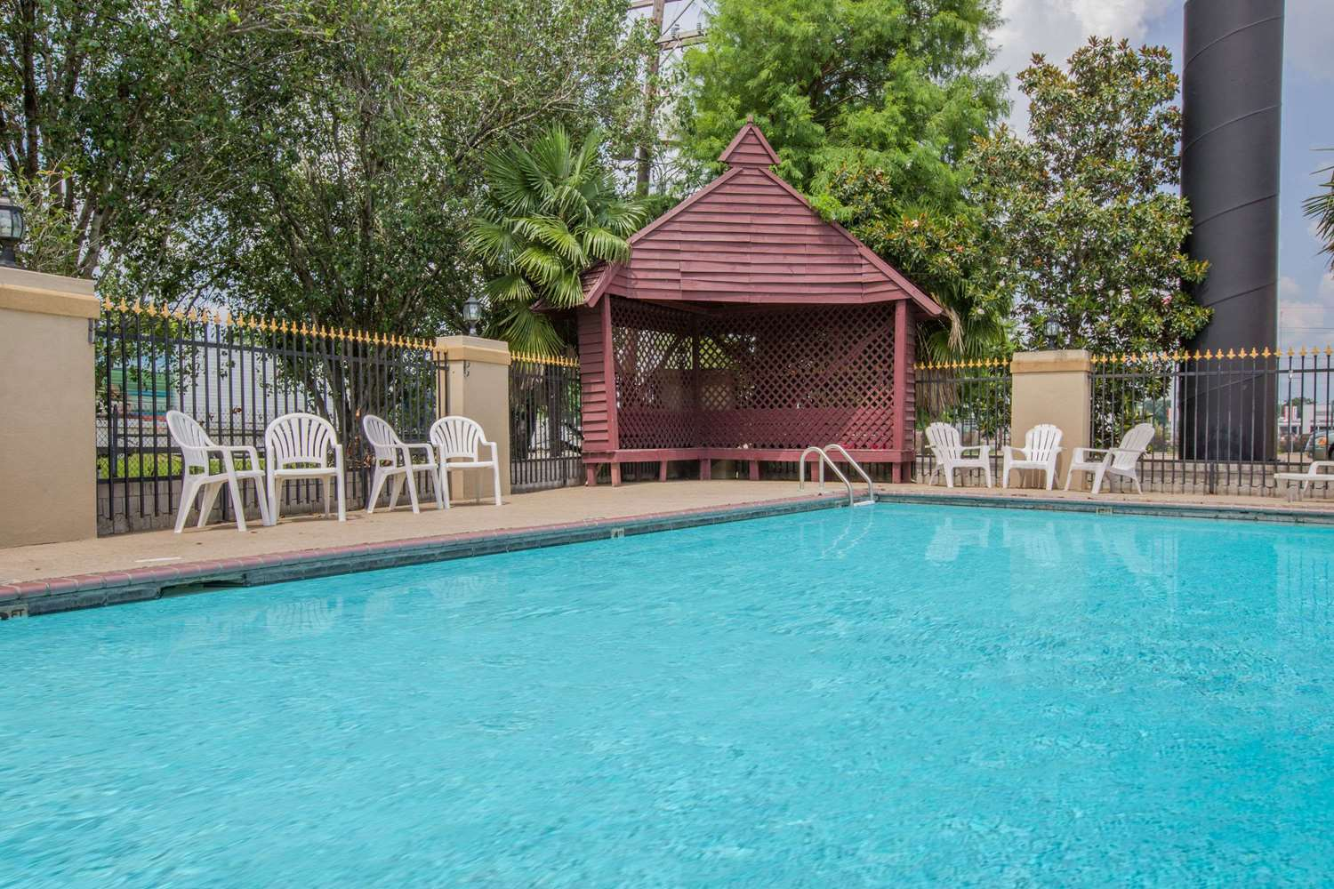 Pool - Days Inn Denham Springs