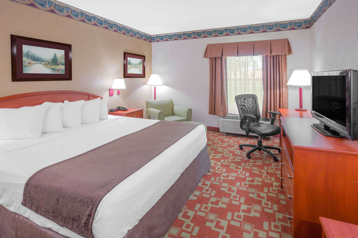Room - Days Inn Denham Springs