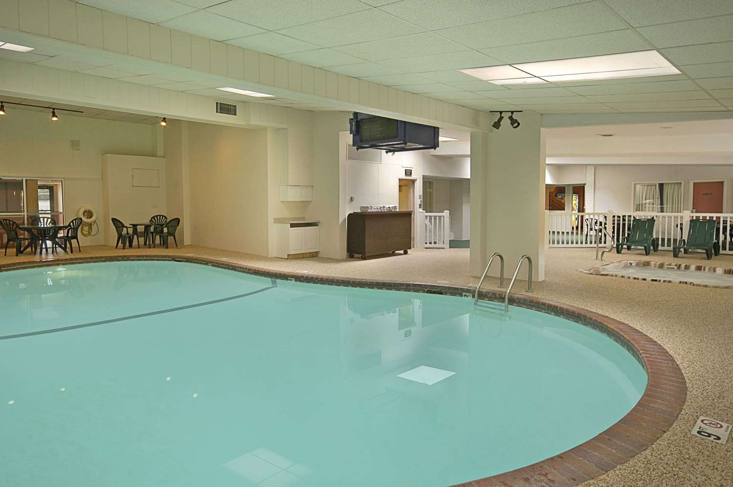 Pool - Days Inn St Paul