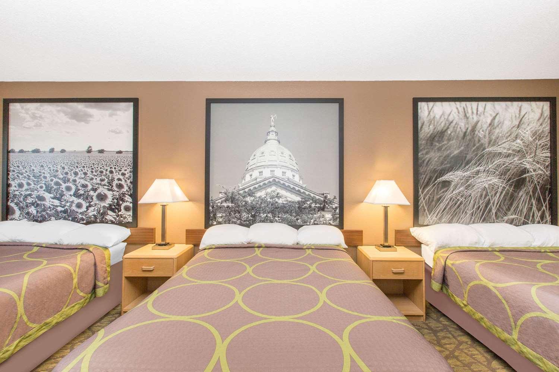 Room - Super 8 Hotel Belleville