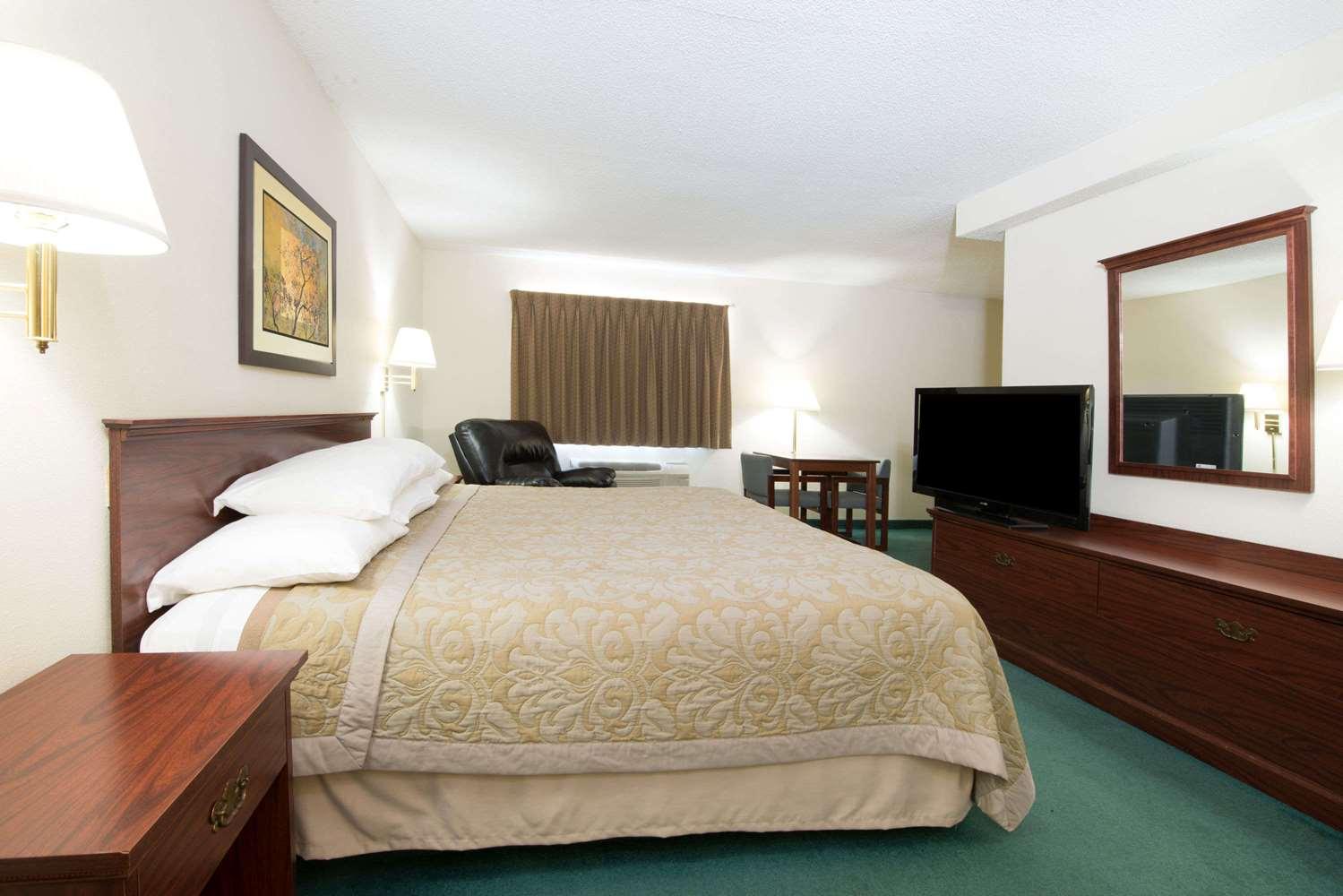 Suite - Super 8 Hotel Richmond