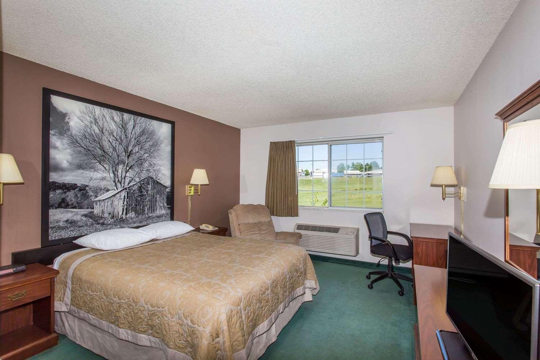 Room - Super 8 Hotel Richmond